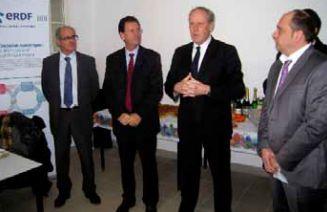 Le 23 décembre 2011 Gilles CAPY, Directeur régional d'ERDF a signé un partenariat avec Christophe LOIZON, Directeur d'AG2I. Ce dernier prévoit la récupération par AG2I du matériel informatique d'ERDF qui sera redistribué. (Photo : La Gazette)