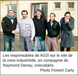 Les responsables d'AG2I et M. Derrey, colocataire (Photo Le Sud-Ouest)