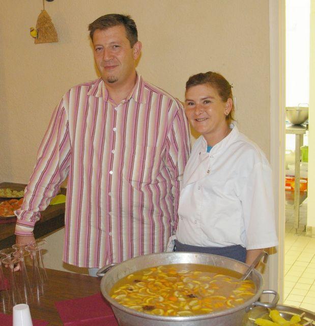 Sébastien Rateau, le « Chef » assisté par Sonia. (Crédit Photo : Le Petit Journal Gers)